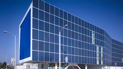 fachadas con paneles solares