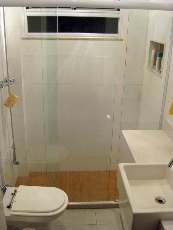 Reforma reforma Antes e Depois  Corredor e Banheiro -> Reforma Banheiro Pequeno Antes E Depois