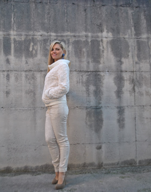outfit bianco come abbinare il bianco in inverno abbinamenti bianco indossare il bianco in inverno outfit invernali bianchi total white outfits how to wear white how to combine white how to wear white in winter white winter outfits outfit casual bianco outfit gennaio 2016 outfit invernale winter outfit january outfit mariafelicia magno fashion blogger colorblock by felym fashion blog italiani fashion blogger italiane blog di moda blogger italiane di moda fashion blogger bergamo fashion blogger milano fashion bloggers italy italian fashion bloggers influencer italiane italian influencer