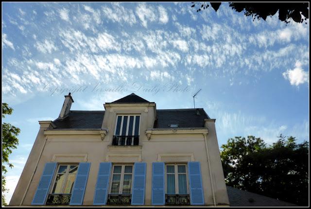 House blue shutters volets bleus Versailles