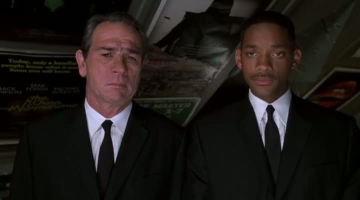 Screen Shot Of Men in Black 2 (2002) Dual Audio Movie 300MB small Size PC Movie