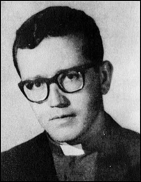 Padre Héctor Gallego