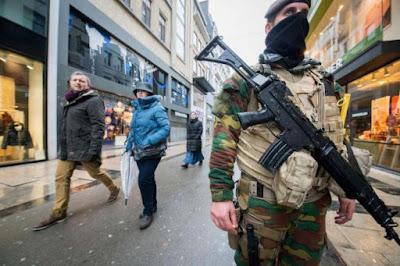 buongiornolink - Belgio, il premier minacciati come Parigi Caccia a due uomini con una bomba