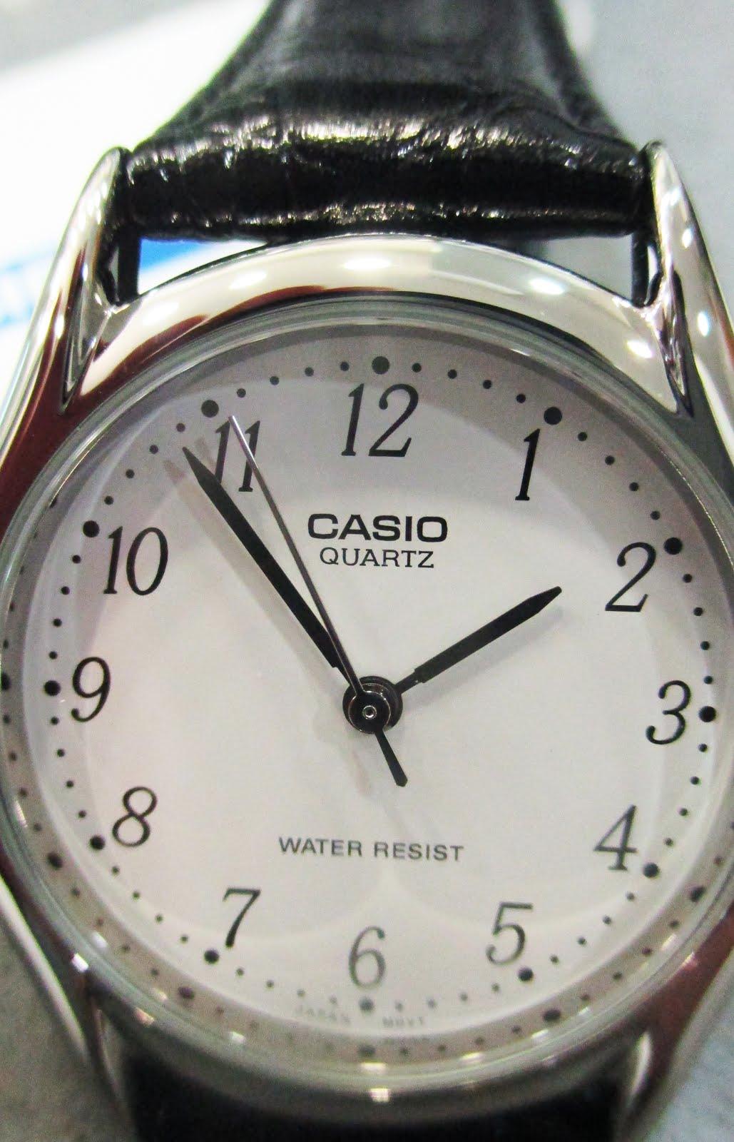 Reloj Casio, clásico, correa cuero, números grandes, caballero