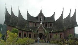 Wisata Budaya Istano Basa Pagaruyung