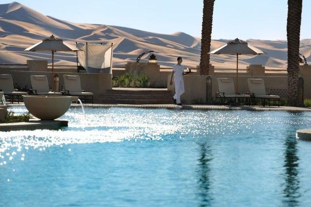 piscina en el desierto