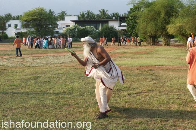 Sadhguru inaugarates Isha Kreeda with the throw of the frisbee