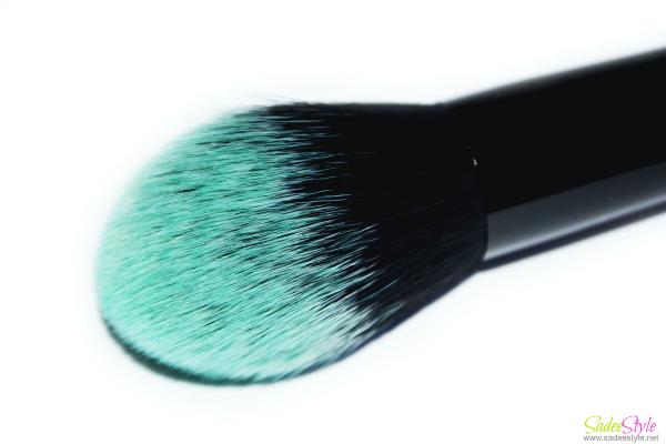 Black beauty powder brush