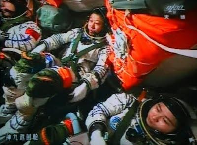 Kembalinya Astronot Perempuan pertama ke Bumi