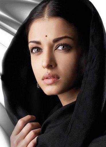 Wanita dengan Bibir Terseksi Aishwarya Rai