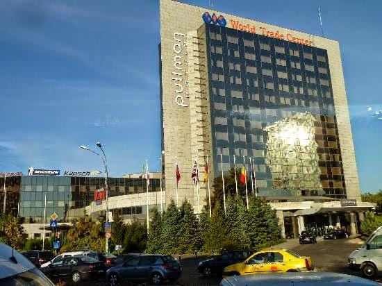 https://www.google.gr/search?q=Hotel+Pullman+Bucuresti+World+Trade+Center+4*+Bucarest&client=firefox-a&hs=nk1&rls=org.mozilla:el:official&channel=sb&source=lnms&tbm=isch&sa=X&ei=MDHXU9rJNeP_ygPe7ILgDg&ved=0CAgQ_AUoAQ&biw=1344&bih=651&dpr=1.25#facrc=_&imgdii=_&imgrc=EY9uisb2YAHY8M%253A%3BY9SfvSqgozh08M%3Bhttp%253A%252F%252Fmedia-cdn.tripadvisor.com%252Fmedia%252Fphoto-s%252F03%252F05%252F09%252Fea%252Fpullman-bucharest.jpg%3Bhttp%253A%252F%252Fwww.tripadvisor.com%252FLocationPhotoDirectLink-g294458-d300789-i26092762-Pullman_Bucharest_World_Trade_Center-Bucharest.html%3B550%3B412