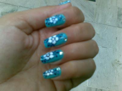 beautiful flowers nail design by pari sangha