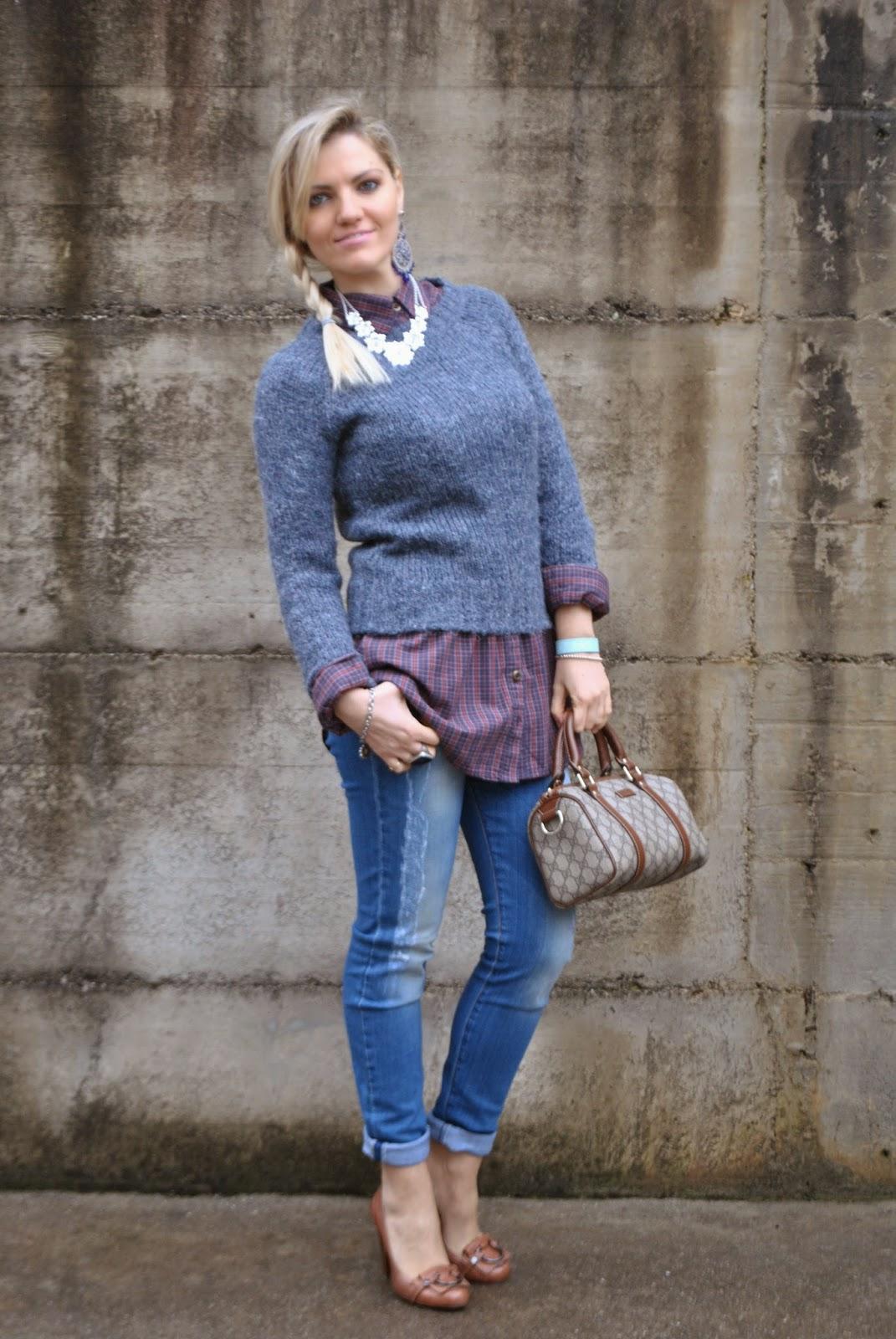 outfit jeans skinny camicia a  quadretti maglione blu outfit maglione e camicia outfit jeans e tacchi outfit invernali da donna outfit invernali casual outfit camicia a quadri come abbinare la camicia a quadri borsa bauletto di gucci decollete guess cuoio marrone come abbinare le scarpe marroni outfit scarpe marroni come abbinare il maglione blu outfit blu come abbinare il blu mariafelicia magno colorblock by felym mariafelicia magno fashion blogger color-block by felym fashion blog italiani blogger italiane di moda ragazze bionde acconciatura treccia laterale collana majique winter outfits jeans and heels how to wear jeans and heels outfit swearter and shirt blue sweater italian fashion bloggers fashion bloggers italy blonde girls guess luca barra gucci pimkie fornarina girls