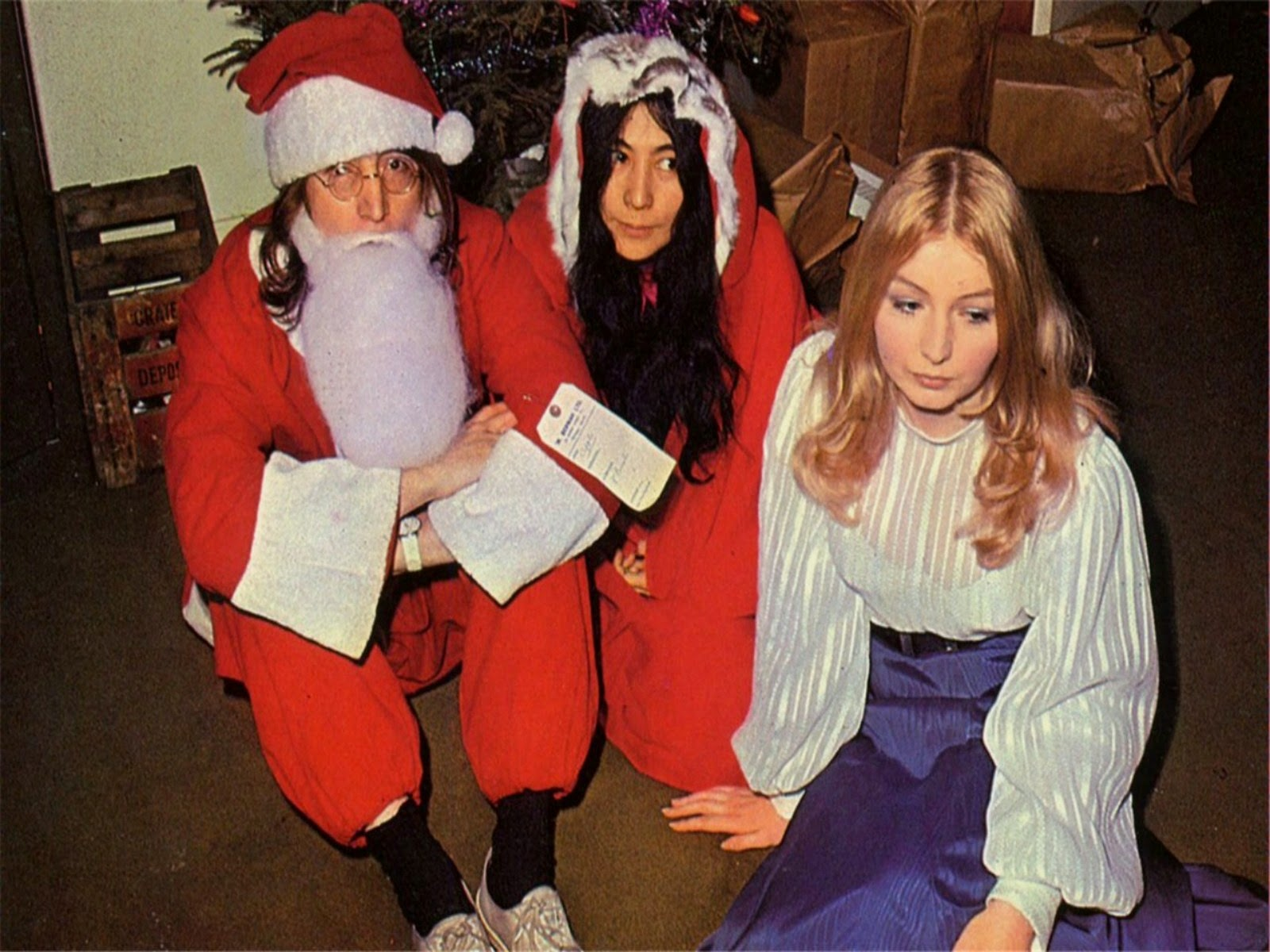 John Lennon, Yoko Ono and Mary Hopkins at the 1968 Apple Xmas party ...