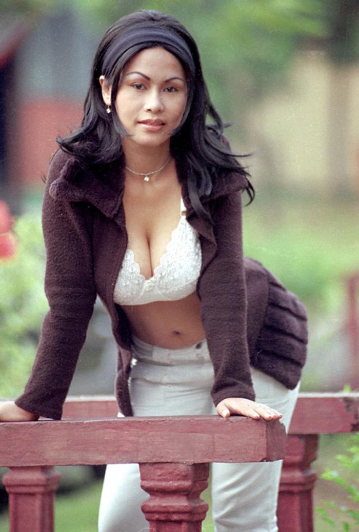 Paula Model Tabloid Exotica