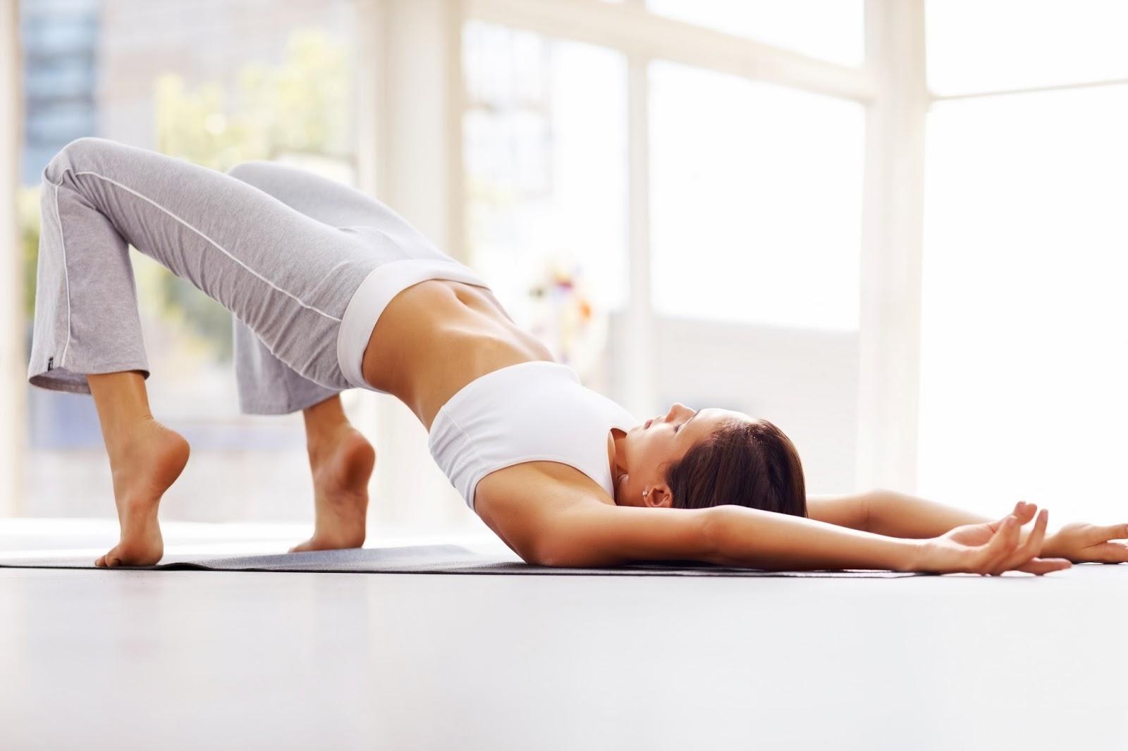 yoga-podtyagivaet-popu
