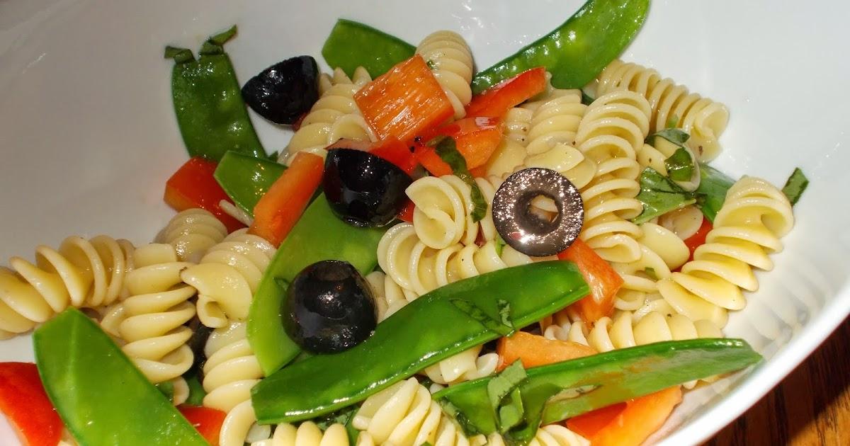 manger avec mo salade de p 226 tes 224 l italienne