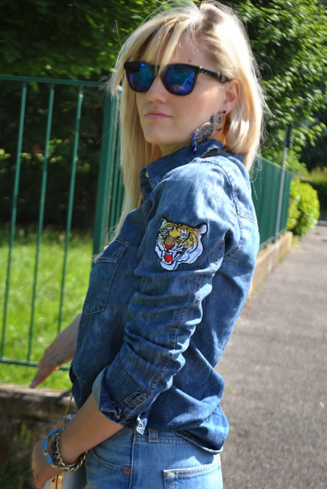 outfit denim outfit levi's 501 come indossare un vecchio paio di jeans come abbinare un veccio paio di jeans come indossare un vecchio paio di levi's 501 jeans arrotolati alle caviglie camicia in denim con stemmi cuciti camicia di jeans pimkie camicia in denim pimkie bracciale azzurro il centimetro clutch modello alexander mcqueen con teschio outfit borsa bianca jeans e tacchi outfit jeans e tacchi outfit primavera 2014 outfit primaverili fashion blogger italiane milano colorblock by felym blog di moda di mariafelicia magno outfit colorblock by felym outfit mariafelicia magno outfit maggio 2014 mariafelicia magno blogger di colorblock by felym occhiali da sole con lenti a specchio azzurre ragazze bionde outfit denim total look denim outfit jeans camicia in denim e tacchi alti bracciale con catena dorata e fili