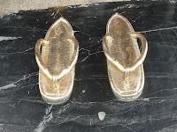 札の辻にて「金の草履」を履けば出世街道の旅人になる