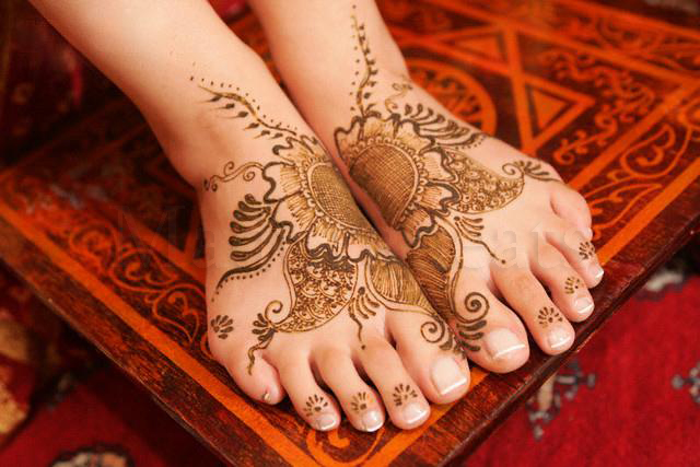 Pretty India Images - Mehndi in foot,Mehndi design