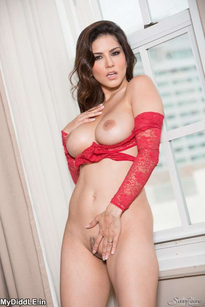 Sunny Leone strips red Lingerie – Goes Topless Naked indianudesi.com