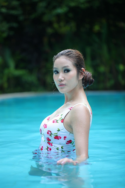 MyanmarGirls-AwnSeng-Swimming Pool