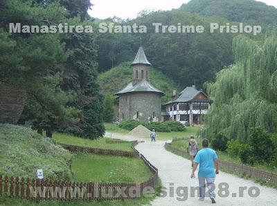 Bisericuta si gradina manastirii Sfanta Treime Prislop