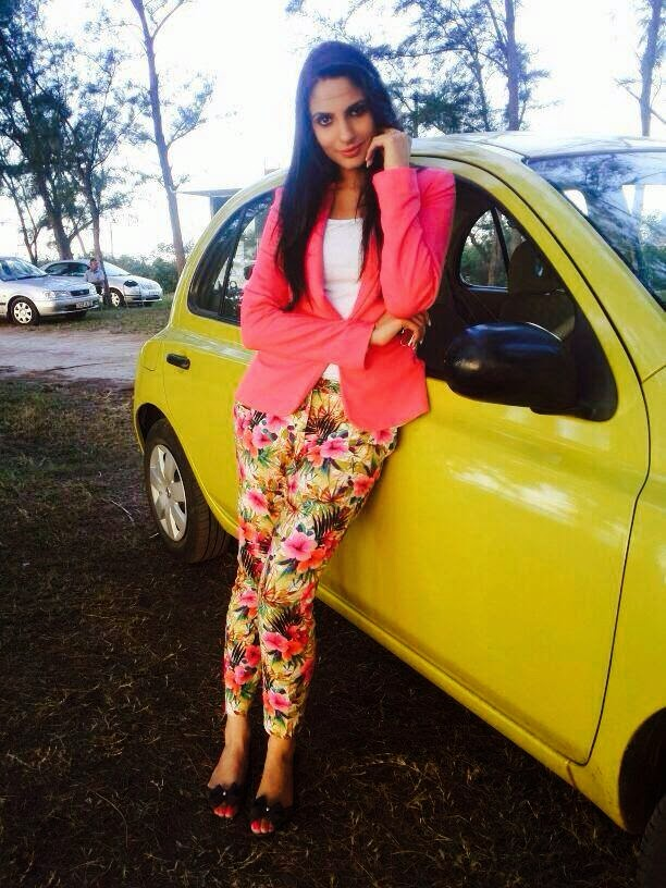 Online aunty pictures japji khaira new pictures photos for Nisha bano biography