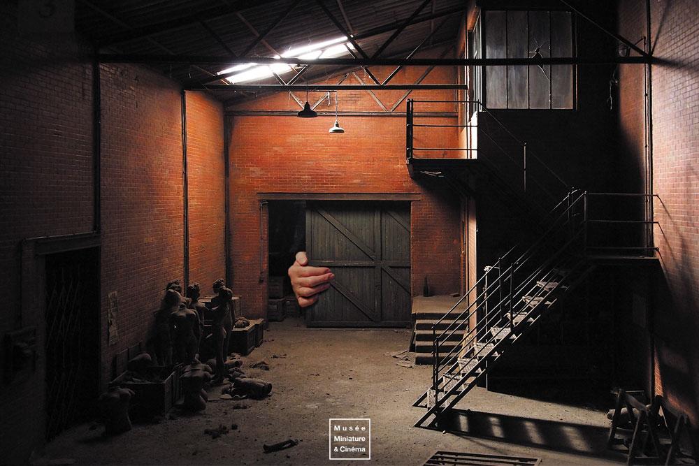 13-L-entrepôt-Dan-Ohlmann-Dan-Ohlmann-Musée-Cinéma-et-Miniature-Miniature-Movie-Sets-and-Realistic-Sculptures-www-designstack-co