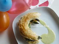 Hojaldre de revuelto de huevos con espárragos