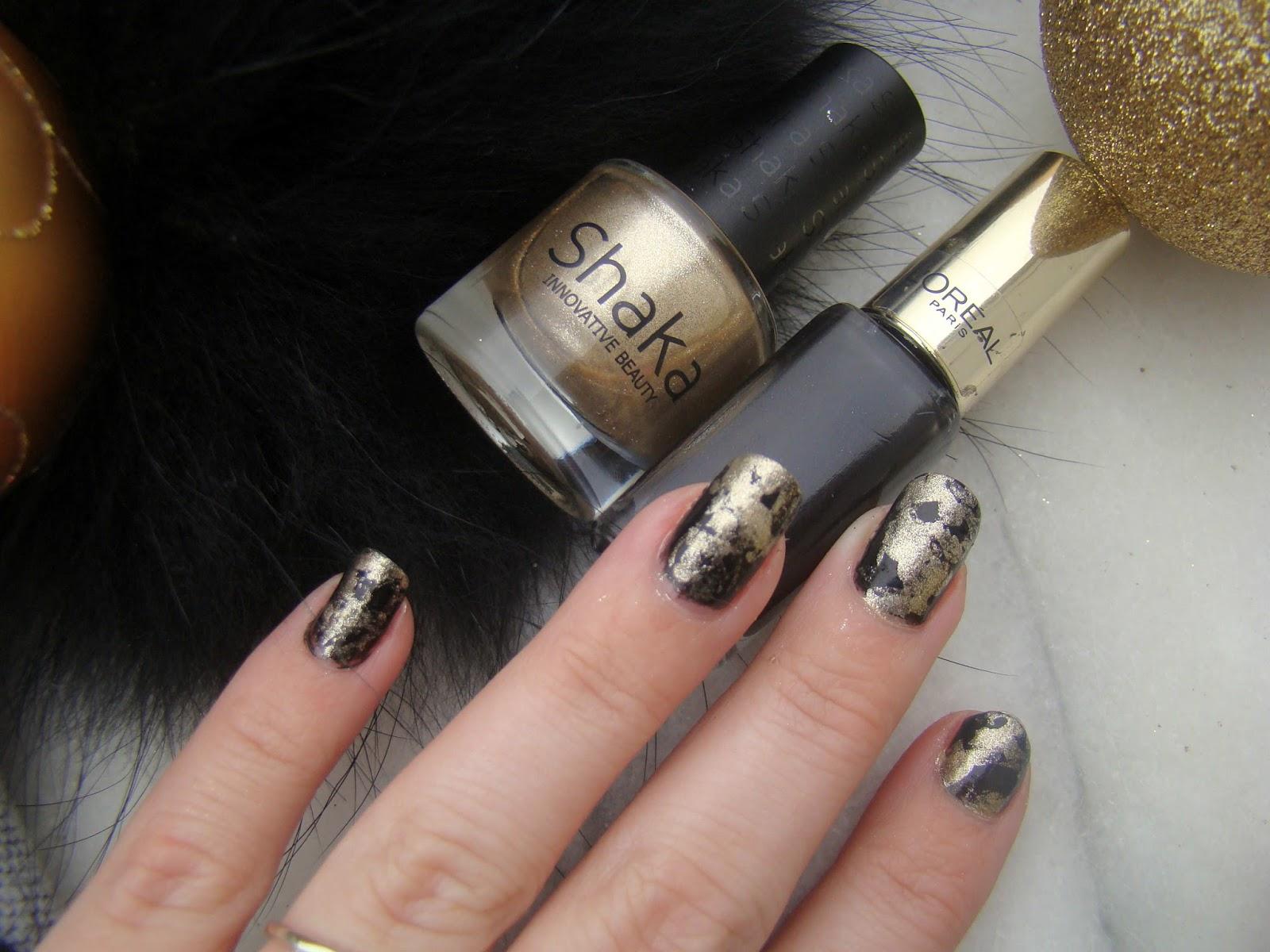 LOr noir des fêtes sur les ongles