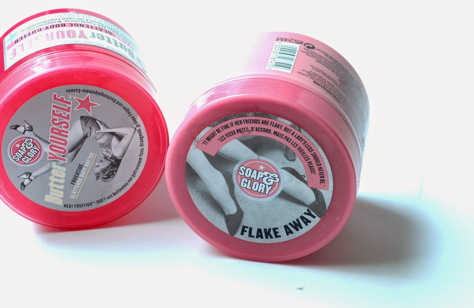 Soap and Glory Flake Away Peeling und Butter Yourself Creme