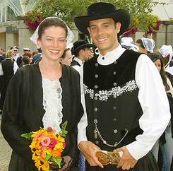 Voyage en France: France Traditional Clothes