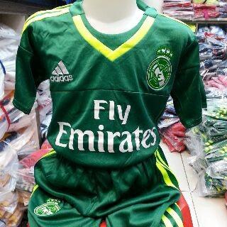 gamabr desain terbaru photo kamera Jersey kids Kiper Real Madrid warna hijau terbaru musim 2015/2016 di enkosa sport toko online jersey bola terpercaya