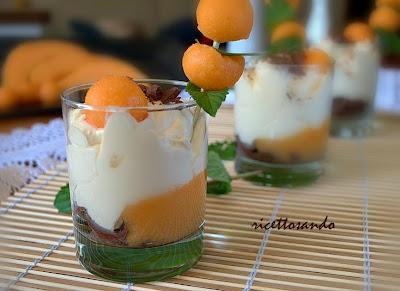 Mousse di yogurt e frutta ricetta dessert