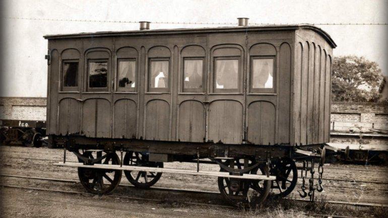 """Réplica de uno de los coches que acompañó a """"La Porteña"""" en 1857."""