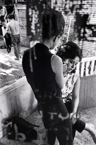 masters of photography : Danny Lyon : photo of two girls