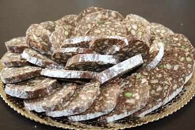salame al cioccolato con aggiunta di pistacchi