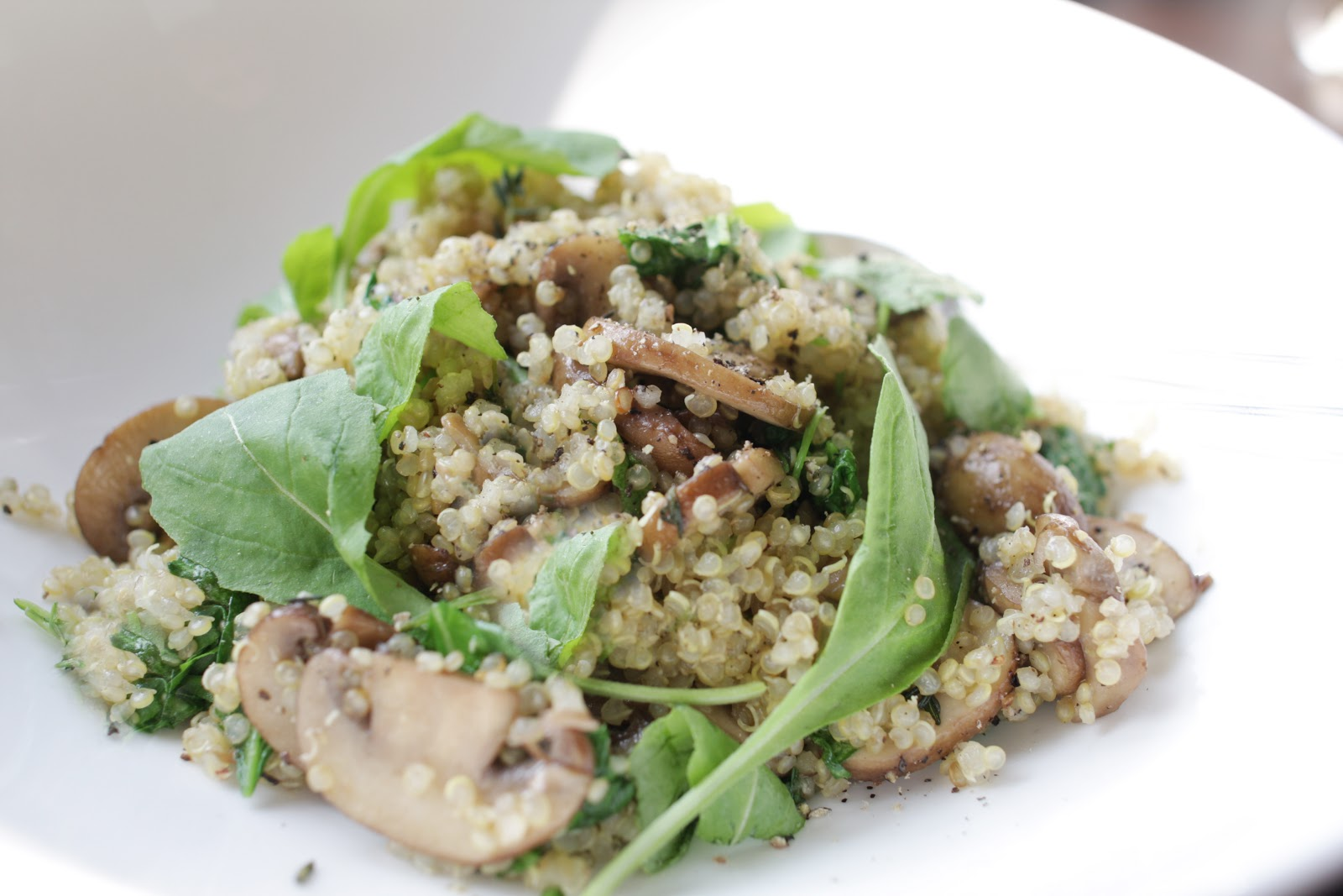 Easy quinoa with mushrooms, arugula and thyme - Veggie Very Much