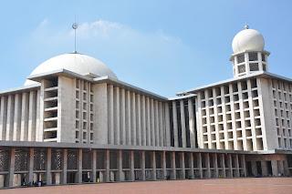http://4.bp.blogspot.com/-39sV35czcP0/TxuBTe9jZOI/AAAAAAAAAJc/BSp3f4LeNSk/s1600/Masjid+Istiqlal+Jakarta.+Foto+Adji.jpg