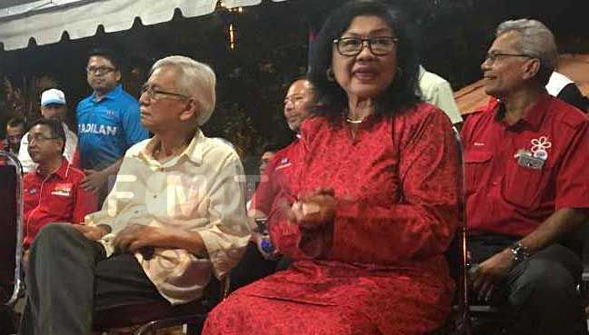 DAIM ZAINUDDIN ; FORMER FINANCE MINISTER N RAFIDAH AZIZ ; R GRATEFUL BEING EXPELLED FR.KRIS T'JANG