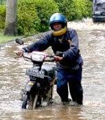 Resiko Kerusakan Ketika Memaksakan Motor Menerjang Banjir