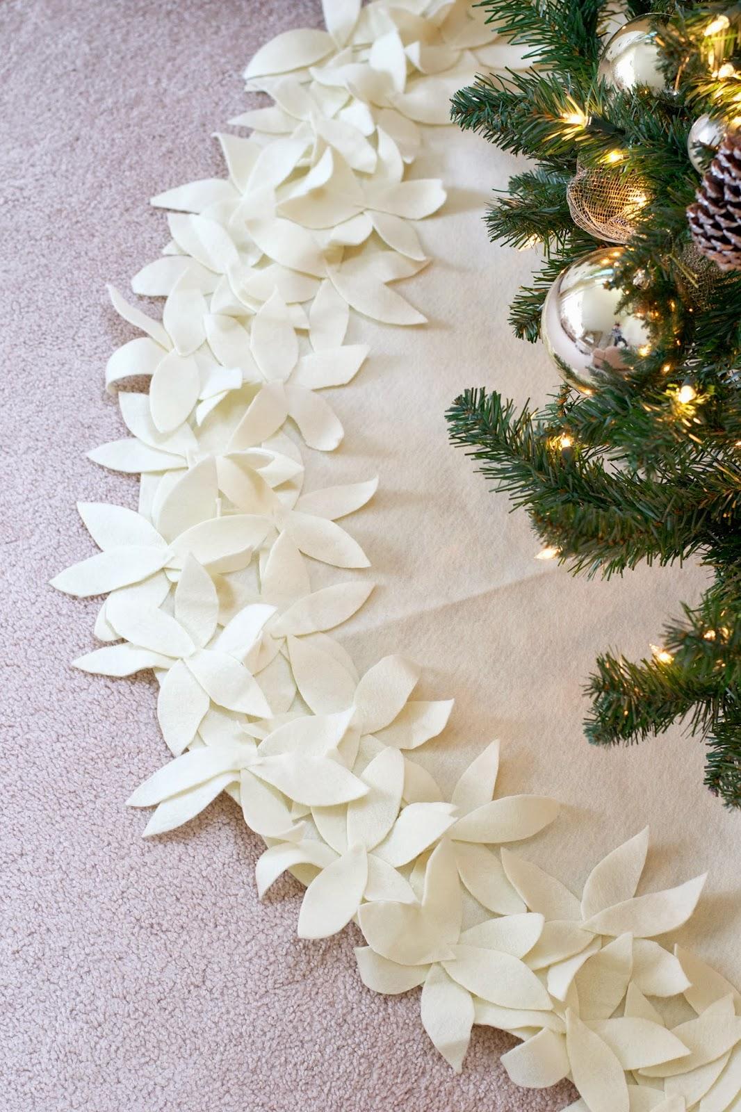 LiveLoveDIY: How To Make a NO-SEW Christmas Tree Skirt
