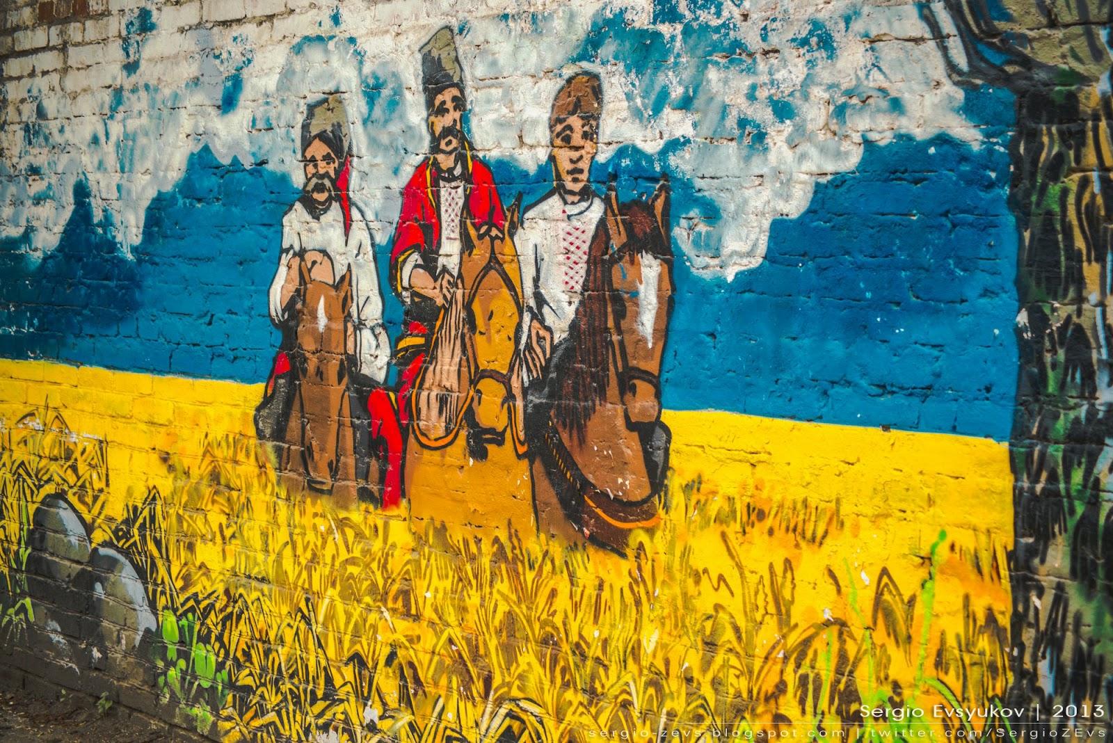 Стена на улице Коммунаров