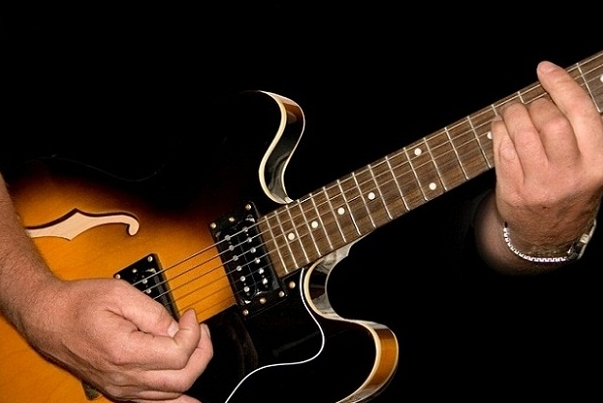 Tại sao nam giới lại cần biết chơi Guitar
