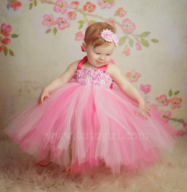 Gambar bayi lucu pakai tutu dress warna pink
