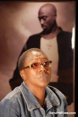 Mãe de Tupac Shakur pretende lançar material inédito do rapper