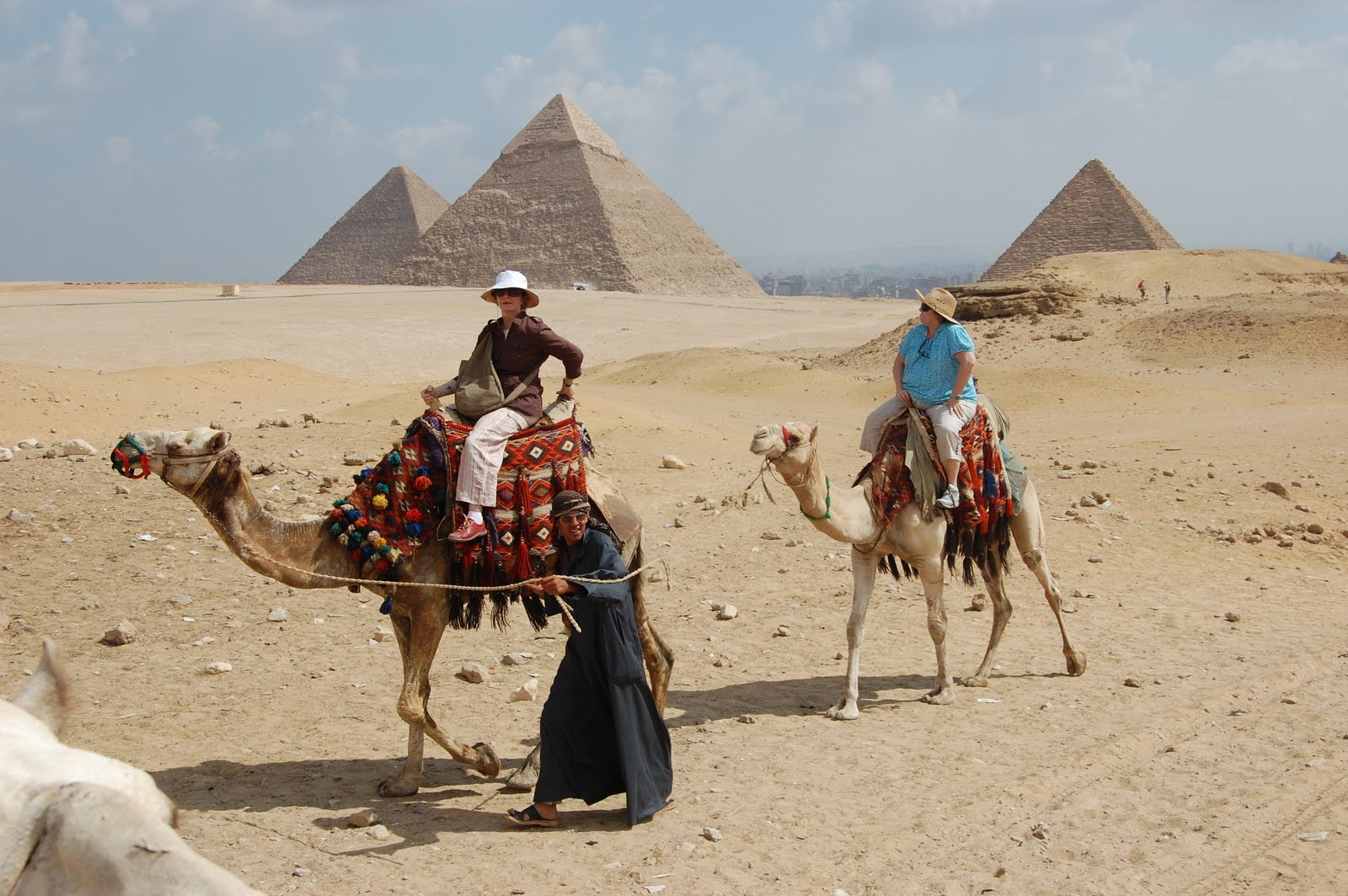 travel egypt tourism industry plagued lack visitors