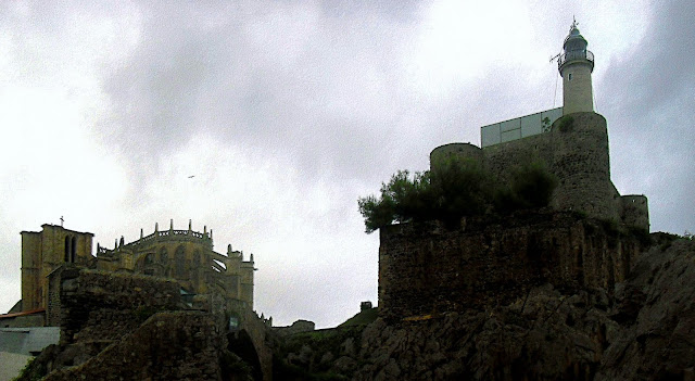 Iglesia de Santa Maria de la Asuncion y Castillo Faro de Santa Ana