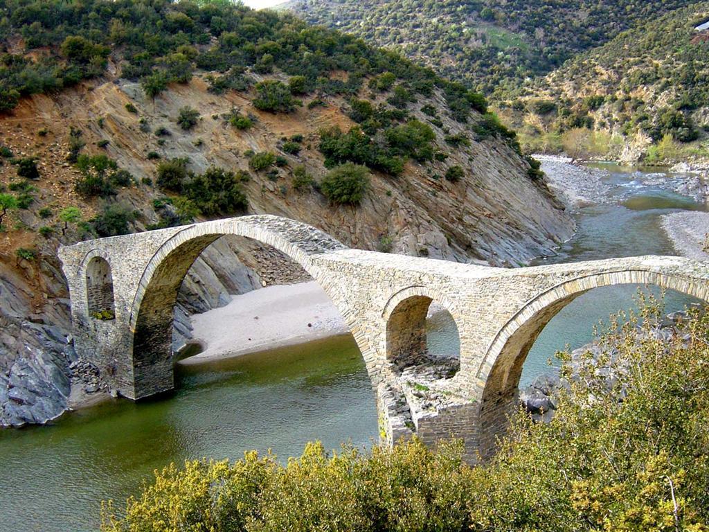 Γέφυρα του ποταμού κομψάτου μεταξύ